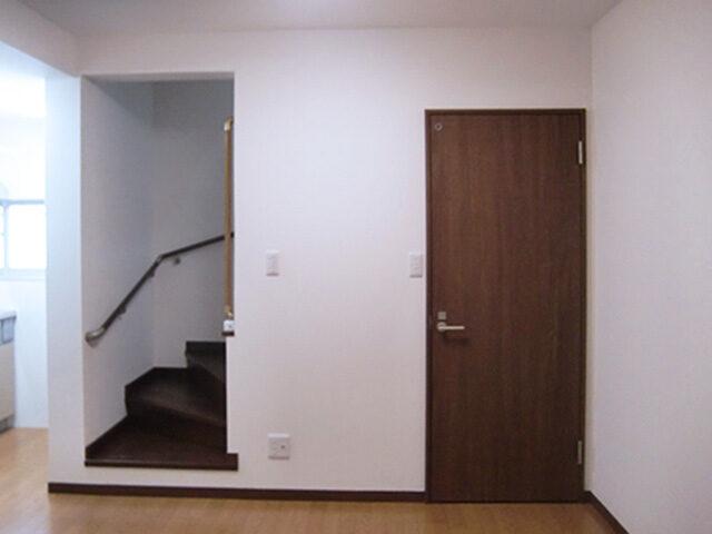 お風呂も洗面もない中古物件をリフォーム。新しい玄関もできました。
