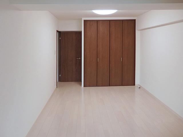 多目的に使える部屋と収納をプラス!人気の対面キッチンで住みやすい間取りに。