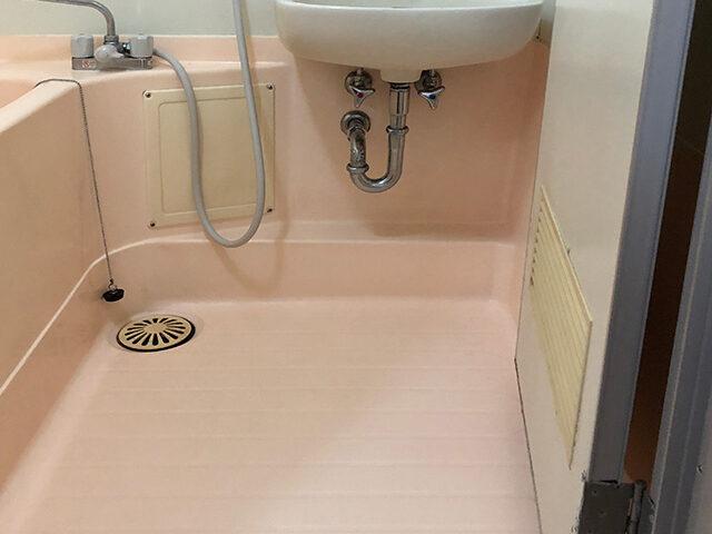 トイレルームを少し移動して、洗面所スペースを確保。