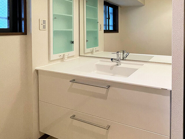 スッキリ収納できる新しい洗面台へ!